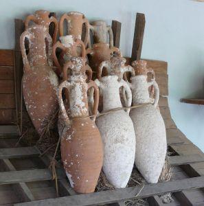 1200px-Amphorae_stacking