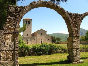 1200px-San_Vincenzo_al_Volturno