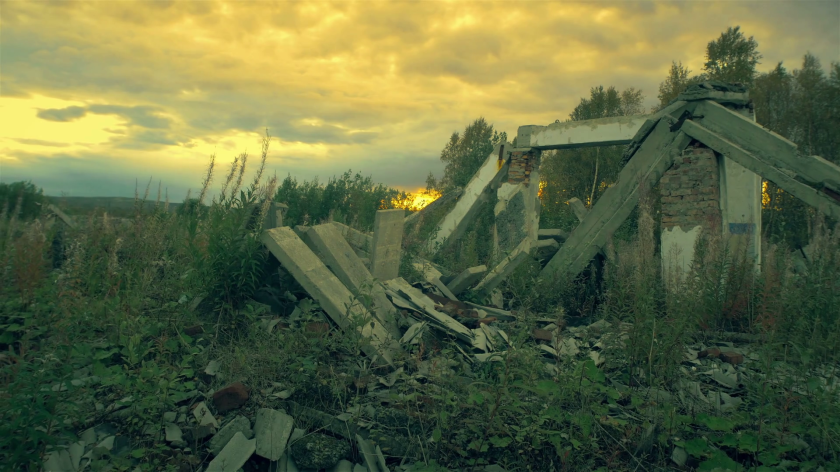 the-post-apocalyptic-worldthe-wreckage-of-the-building-at-sunset_h2ntz1mr_thumbnail-full01